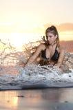 Jeune fille sur la plage 2 Photo stock