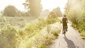 Jeune fille sur le vélo Image libre de droits