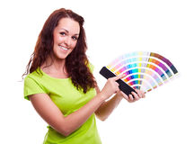 Jeune fille tenant l'échantillon de couleur photographie stock libre de droits
