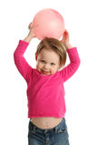 Jeune fille tenant la boule montrant le nombril Images stock