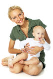Jeune fixation heureuse de mère son bébé Image libre de droits