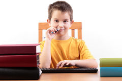 Jeune garçon avec des livres Photos stock