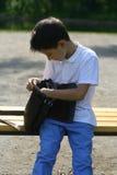 Jeune garçon avec le sac Images libres de droits