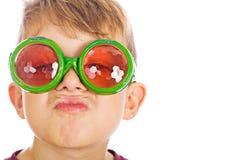 Jeune garçon avec les glaces drôles d'anomalie. photos libres de droits