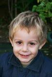 Jeune garçon de sourire Photographie stock