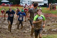 jeune garçon de 21th †annuel de Marine Mud Run « Photo libre de droits
