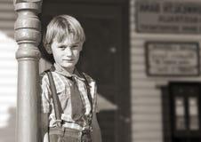 jeune garçon devant le système Photos stock