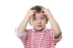 Jeune garçon effectuant des visages Photo stock