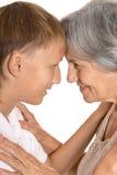 Jeune garçon et sa grand-mère Photos stock