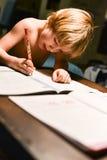 Jeune garçon faisant son travail Photographie stock