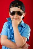 Jeune garçon frais avec des glaces photographie stock libre de droits