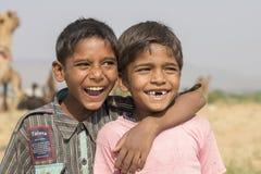 Jeune garçon heureux dans Pushkar, Inde Image stock