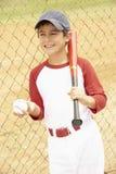 Jeune garçon jouant au base-ball images libres de droits