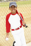 Jeune garçon jouant au base-ball Photos stock