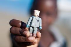 Jeune garçon mozambicain avec le jouet Photo stock