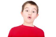 Jeune garçon réagissant avec un regard de la stupéfaction Photos stock