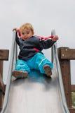 Jeune garçon sur la glissière Photo libre de droits