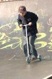 Jeune garçon sur le scooter Image libre de droits