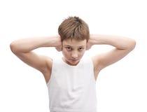 Jeune garçon dans une chemise sans manche Images libres de droits