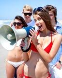 Jeune groupe avec le mégaphone photo stock