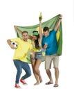 Jeune groupe de défenseurs du Brésil avec le drapeau et le football du Brésil Photographie stock libre de droits