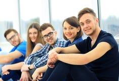 Jeune groupe de personnes togethe debout Photographie stock