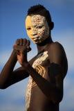 Jeune guerrier de Suri avec la peinture de corps Image libre de droits