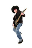 Jeune guitariste jouant une guitare électrique noire Photographie stock libre de droits