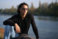 Jeune homme à l'extérieur Image libre de droits