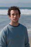 Jeune homme à la plage Photo libre de droits