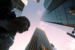 Jeune homme à New York City Photographie stock libre de droits