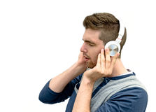 Musique de écoute de jeune homme Images stock