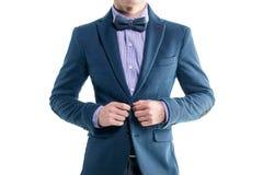 Jeune homme élégant bel de mode dans le smoking de manteau Photos libres de droits