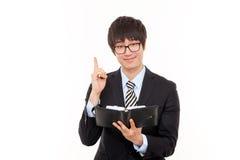 Jeune homme asiatique d'affaires avec l'agenda. Photographie stock