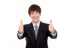 Jeune homme asiatique heureux d'affaires Photo stock