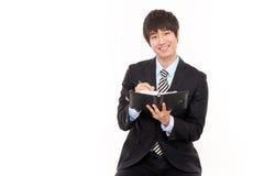 Jeune homme asiatique heureux d'affaires Photos stock
