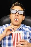 Jeune homme au cinéma Photographie stock