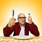Homme à la table de dîner photos stock