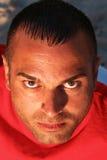 Jeune homme avec l'expression sérieuse Image stock