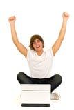 Jeune homme avec l'ordinateur portatif Photos stock
