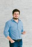 Jeune homme avec la tablette Photo libre de droits