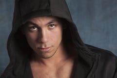 Jeune homme avec le hoodie Photos libres de droits