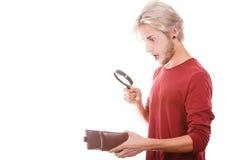 Jeune homme avec le portefeuille vide Image libre de droits