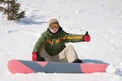 Jeune homme avec le snowboard Photos stock