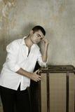 Jeune homme avec un whiskey Photographie stock