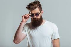 Jeune homme barbu photo libre de droits