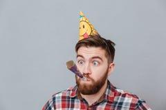 Jeune homme barbu d'anniversaire Photos libres de droits