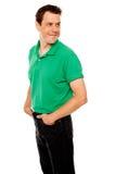 Jeune homme beau avec des mains dans la poche Photo libre de droits