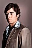 Jeune homme beau avec une expression songeuse Photographie stock libre de droits