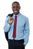 Jeune homme beau d'affaires posant en passant Photographie stock